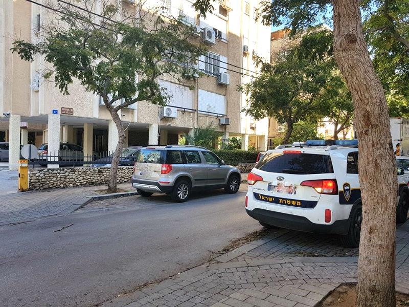 ניידת המשטרה בחזית אברבאנל 17