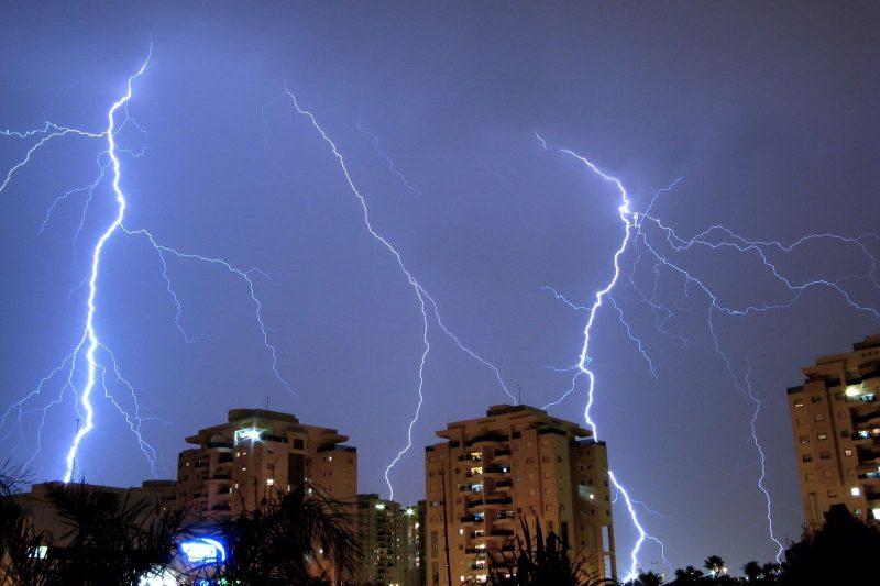 סופות ברקים מזג אוויר סוער