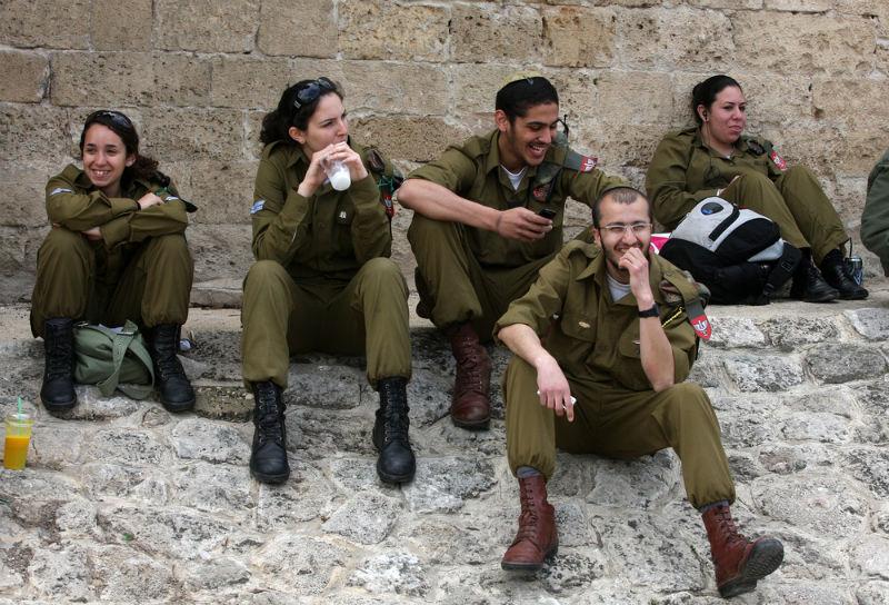 """חיילי צה""""ל חיילים"""