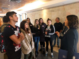 חברת הכנסת רחל עזריה בפגישה עם תלמידי אנקורי ראשון לציון