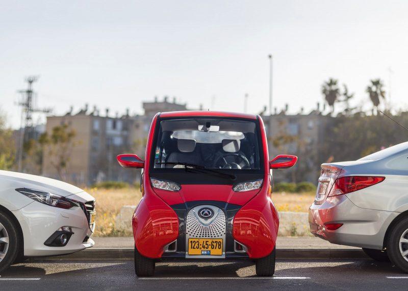 צפו: הרכב החשמלי הקומפקטי שיחסוך לכם דלק ובעיות חניה