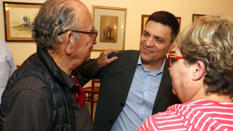 רותם אבורצקי בחוג בית כשעוד התמודד לראשות העירייה