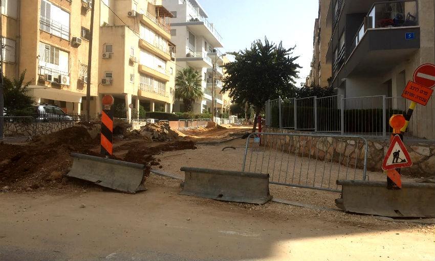 """עבודות בכביש רחוב רש""""י שכונת רמב""""ם"""