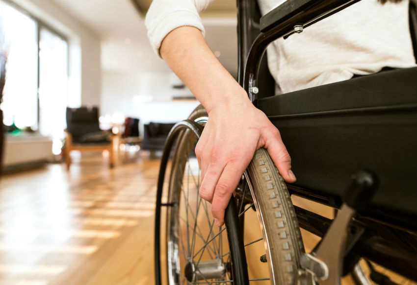 נכה כיסא גלגלים