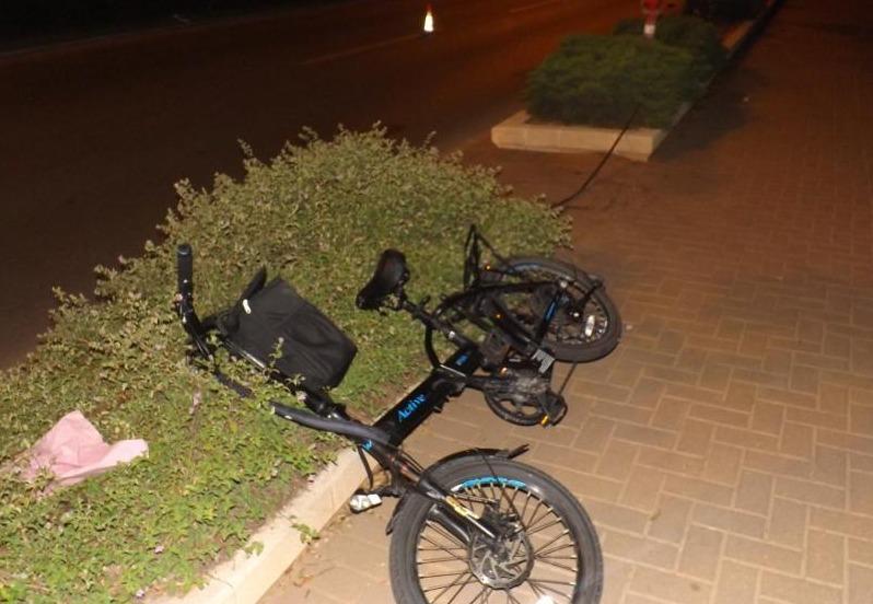 אופניים חשמליים מזירת תאונת דרכים שבה נפגע נער