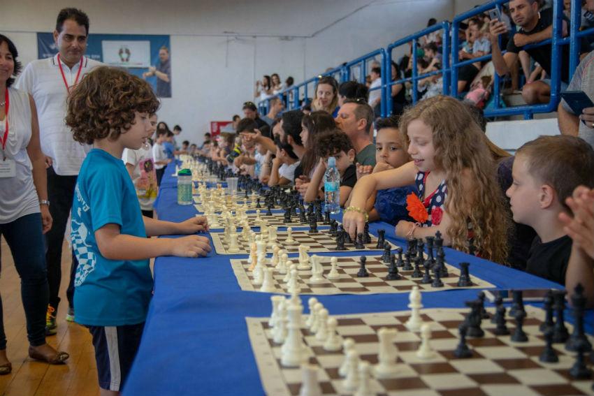 ילדי ראשון לציון משחקים שחמט. צילום: דמיטרי יעקובסון