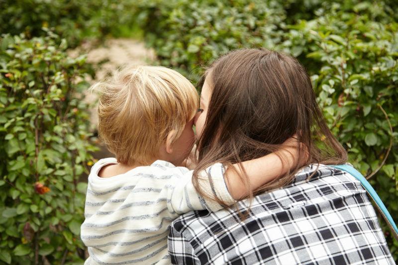 אם ובנה (אילוסטרציה: שאטרסטוק)