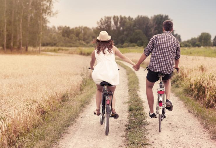 משאל זוגות צעירים (Shutterstock)