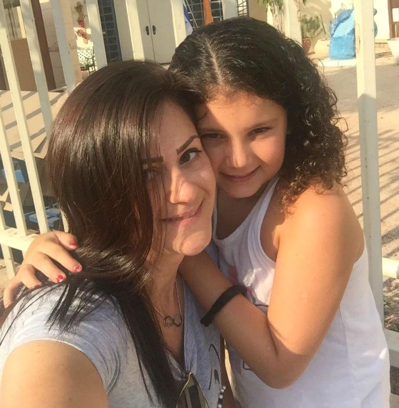אלינה זפרני ובתה, למדו ביחד באותו בית הספר