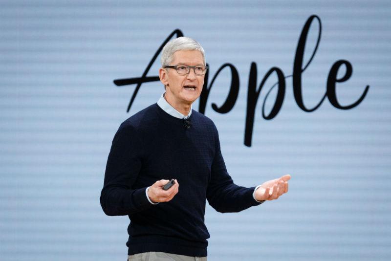 """טים קוק מנכ""""ל אפל (צילום: שאטרסטוק)"""
