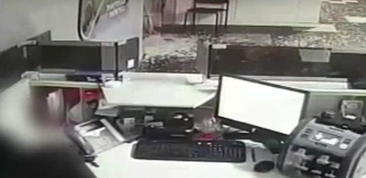 החשוד בעת הפריצה לבנק