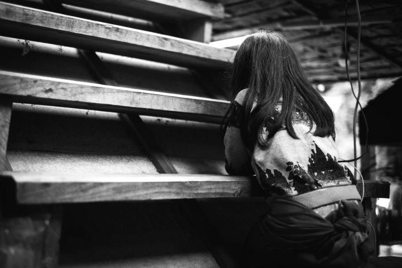 אילוסטרציה: שאטרסטוק עוני מצוקה נערה ענייה