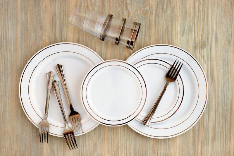 אילוסטרציה כלים חד פעמיים (מאגר Shutterstock)