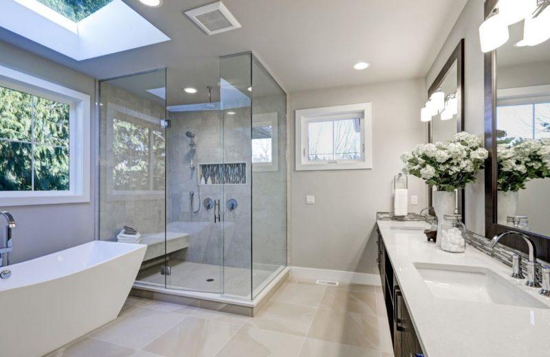 מקלחונים וארונות אמבטיה בראשון לציון. תמונה ממאגר Shutterstock