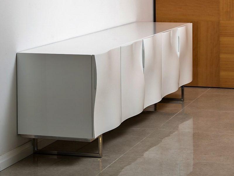 מזנון לבן לסלון מיוחד, שח רהיטים. צילום: מיכאל כץ