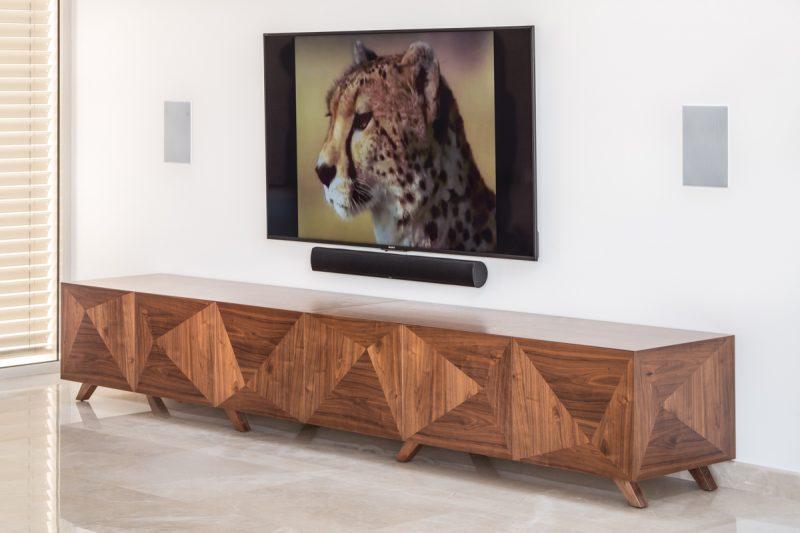 מזנון בסלון, שח רהיטים. צילום: מיכאל כץ