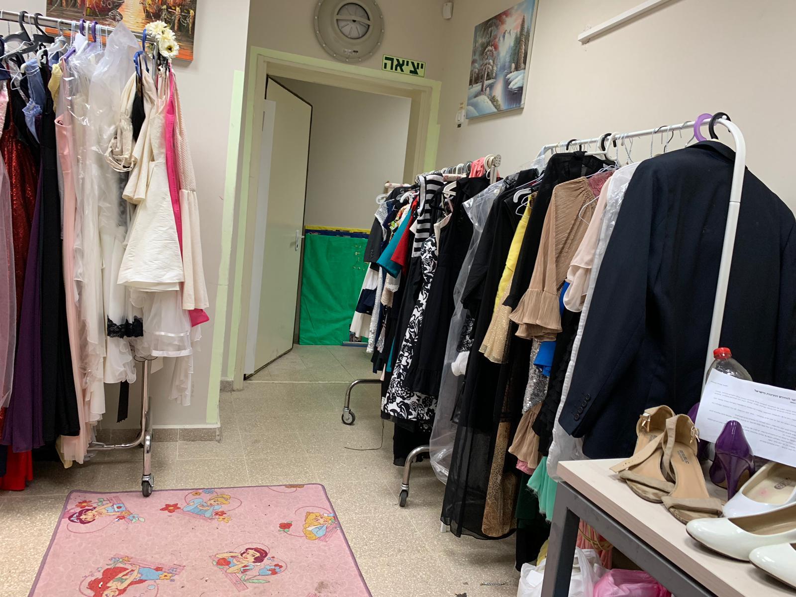 אירוע חברתי: ביקוש רב לפרויקט שמלות ערב במחירים סמליים