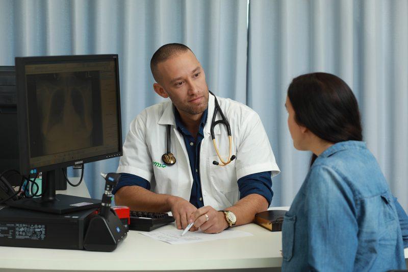 """ד""""ר רועי גרוסו מנהל מרפאת ראשונים כללית. צלם: אילן בשור"""
