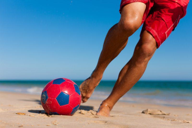 כדורגל חופים shutterstock.com / Kzenon
