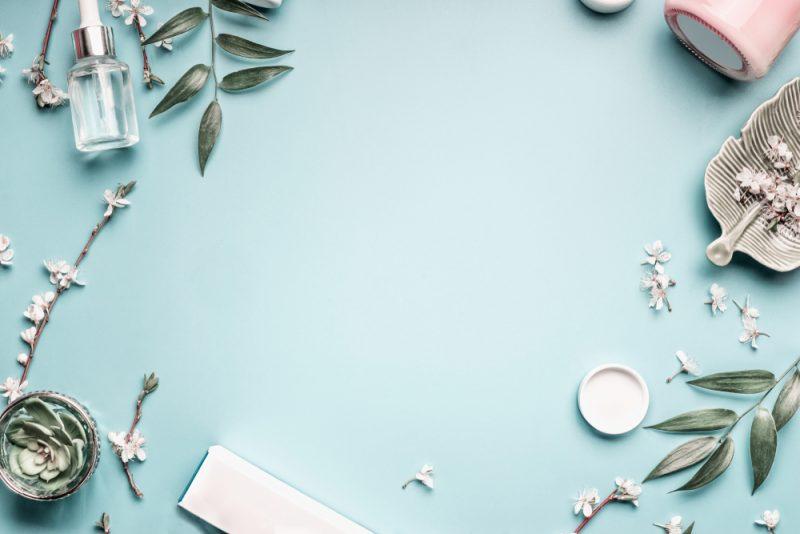 קוסמטיקאית בבן שמן. תמונה ממאגר Shutterstock