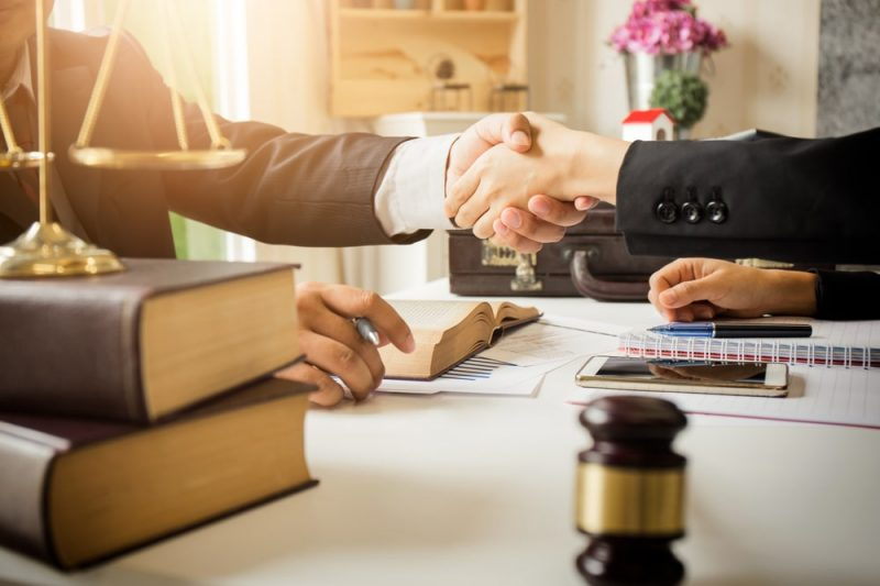 עורכי דין מומלצים בנס ציונה והסביבה. תמונה: shutterstock, צילום: PhuShutter