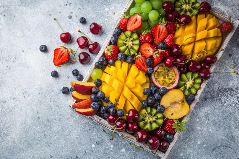 משלוחי פירות במרכ (תמונה ממאגר shutterstock, צילום: Anna Shepulova)