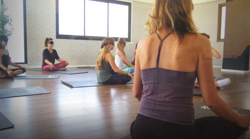 שיעורי יוגה בקבוצות קטנות בסטודיו יעל ישראל. צילום: רועי ישראל