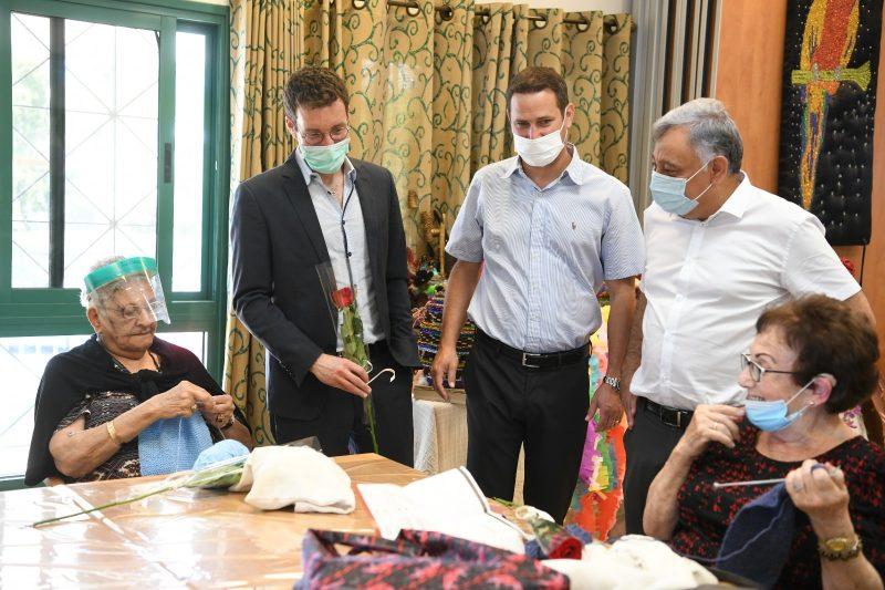 ביקור שר הרווחה בראשון לציון. צילום עידן גרוס (2)