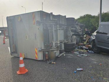 זירת התאונה הקטלנית (צילום: דוברות המשטרה)