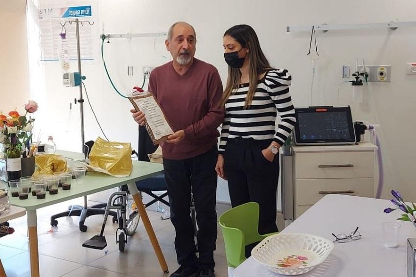 המטופל, ויקטור בחבח, ובתו (צילום: באדיבות גולדן קייר)