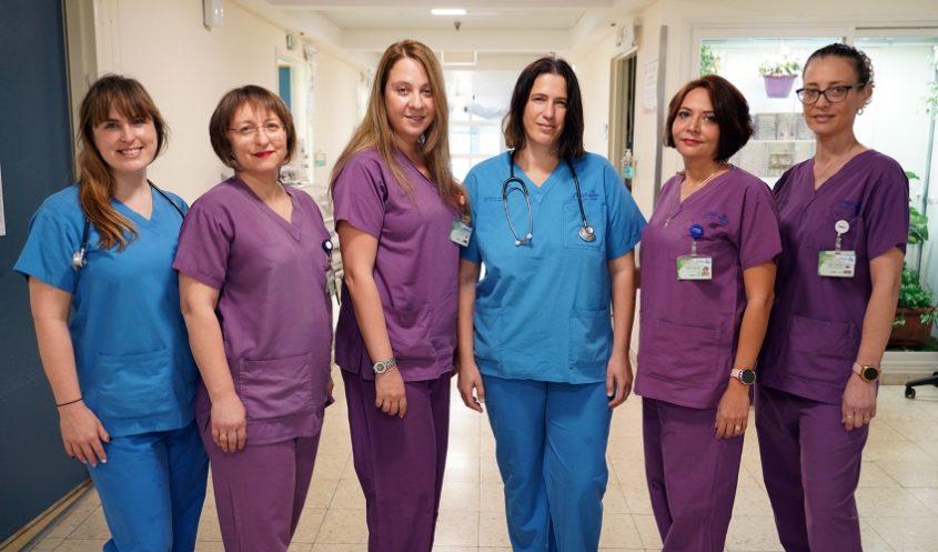 צוות מחלקת היולדות של המרכז הרפואי קפלן (צילום: גלעד שעבני שופן)